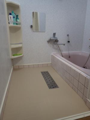 冬になる前に!冷たい洗い場をプチリフォーム~東リ バスナフローレ~