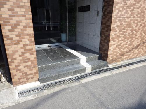 玄関の段差をスロープに改修