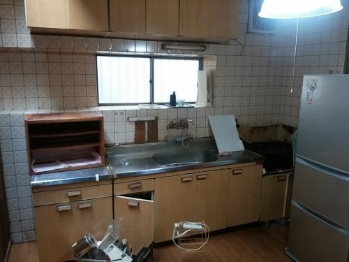 キッチンリフォーム 床の傾斜の補修