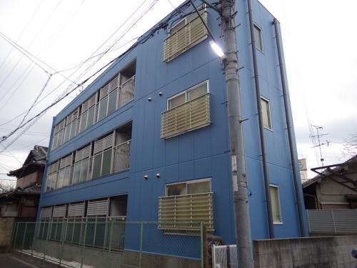 寝屋川市で3階建てマンションをさわやなかブルーで塗装しました