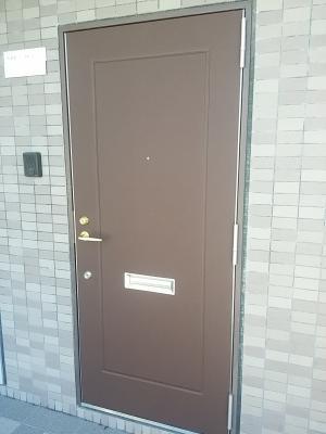 豊中市で紫外線で色あせた玄関ドアを簡単リフォーム