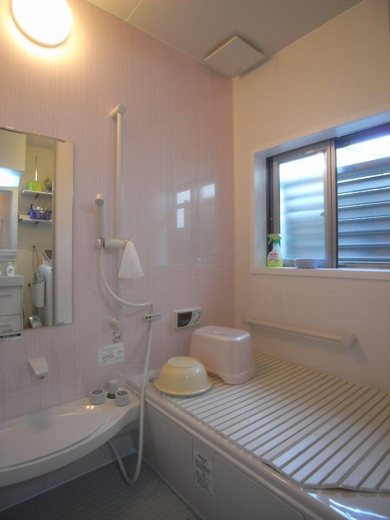 吹田市でタイルのお風呂と脱衣室をリフォーム