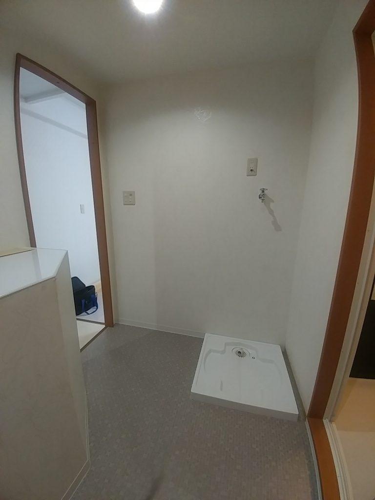 寝室とダイニングをゆるやかにつなげて狭さを感じない1DKマンションのリフォーム